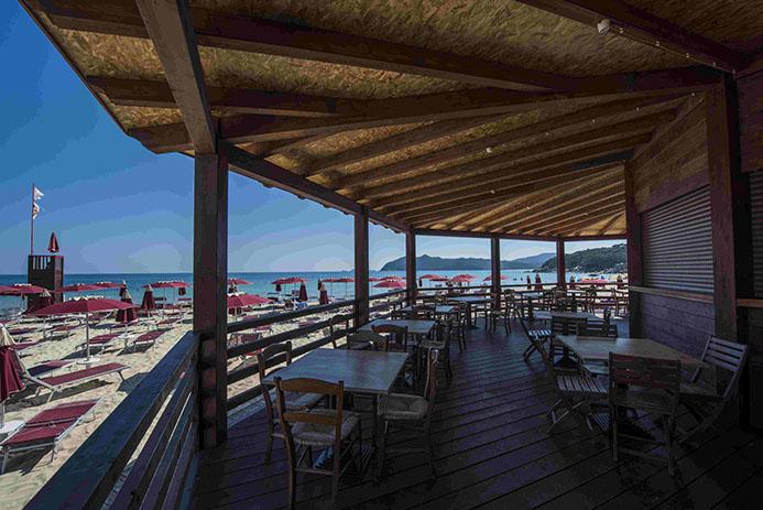 copertura in legno con vista mare