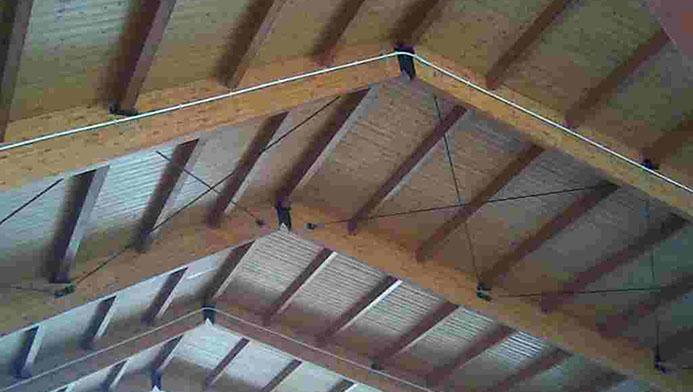 Particolare di un tetto visto dall'interno