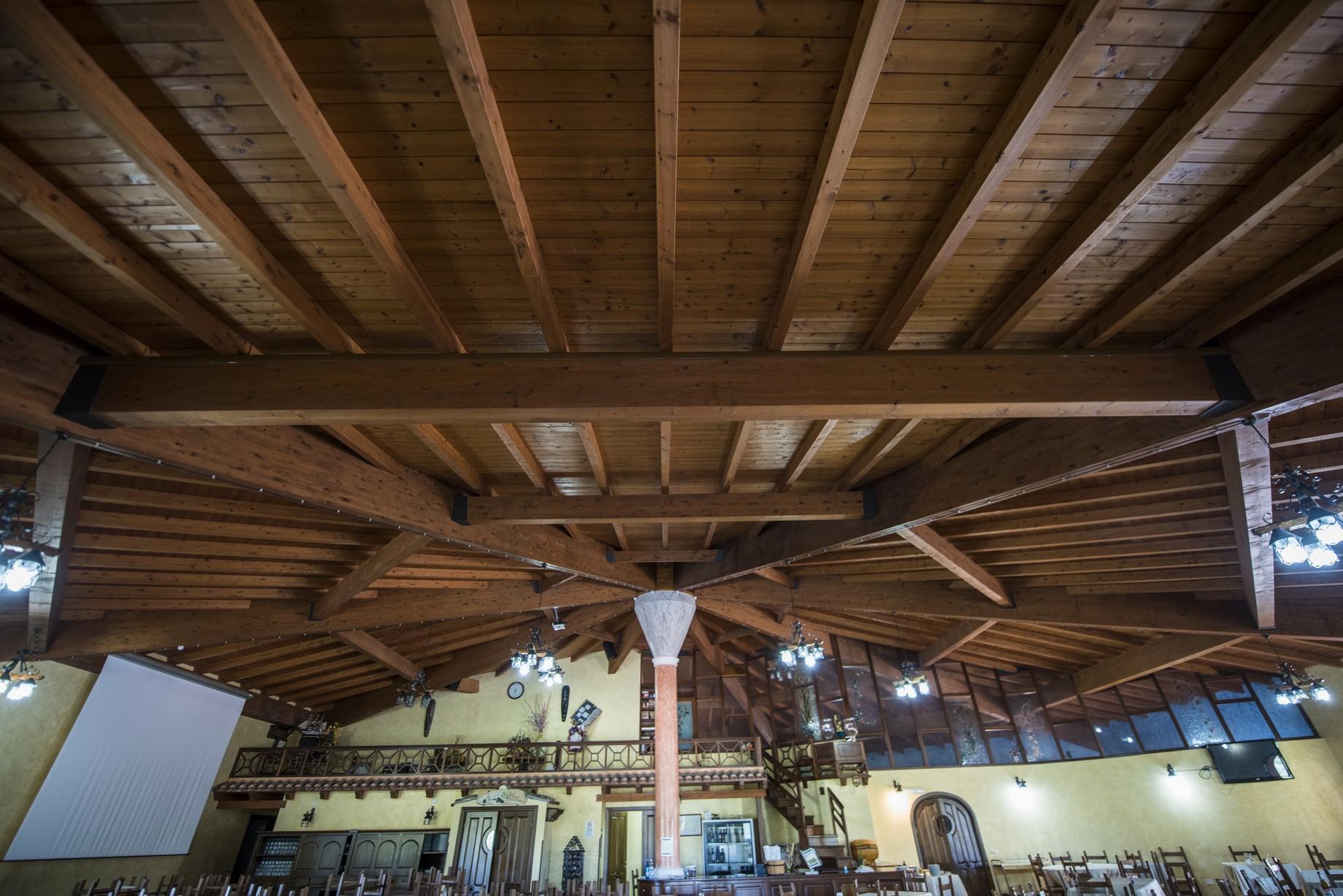 Grandi tettoie in legno Sardegna