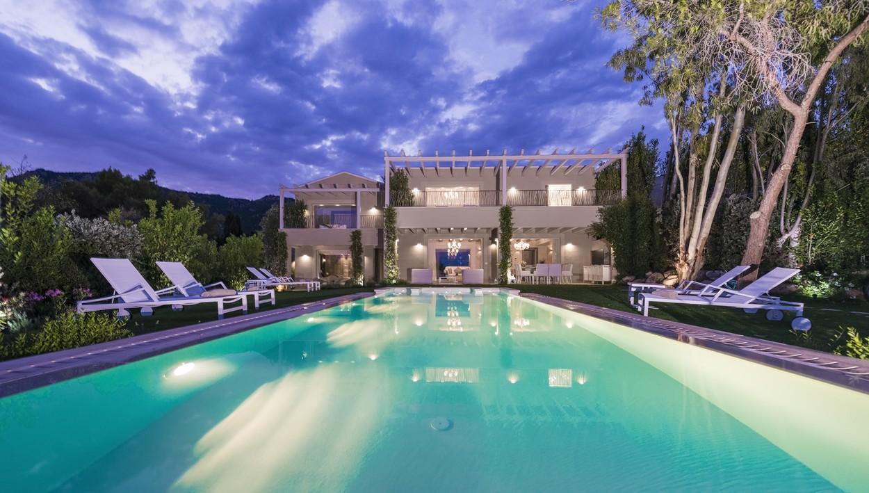 Vista della villa Margherita dalla piscina