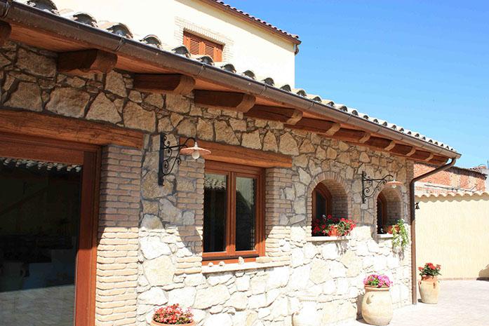 Casa rustica con elementi lignei