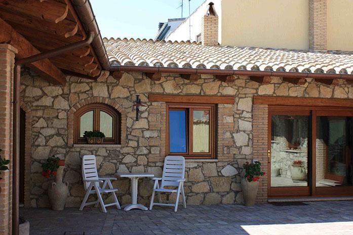 Casa rustica con elementi in legno